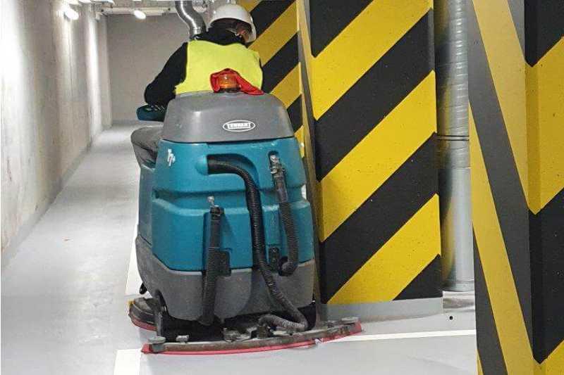 czyszczenie-pobudowlane-maszyna-parking-podziemny
