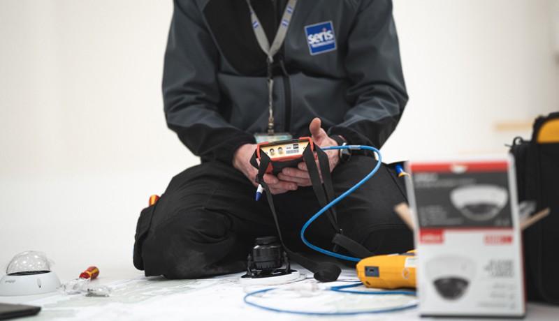 zabezpieczenia techniczne - instalacja czujników alarmu imonitoringu